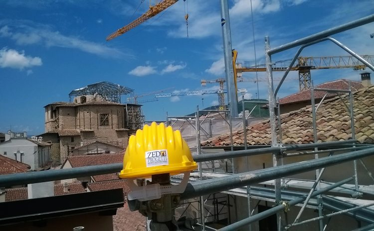Norme e prassi sull'utilizzo del caschetto di protezione nei cantieri edili – 1
