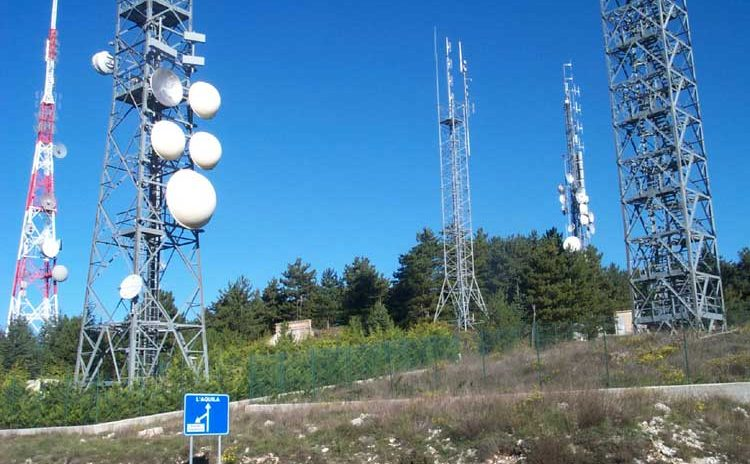 Effetti delle esposizioni a campi elettrici e magnetici nella gamma della radio frequenza (RF) (maggiore di 300 Hz)