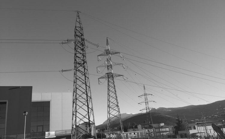 Effetti delle esposizioni a campi elettrici e magnetici nella gamma estremamente bassa di frequenza (ELF) (30-300 Hz)